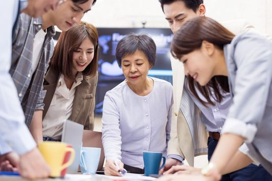 How Reverse Mentoring Can Eliminate Ageism In The Workplace