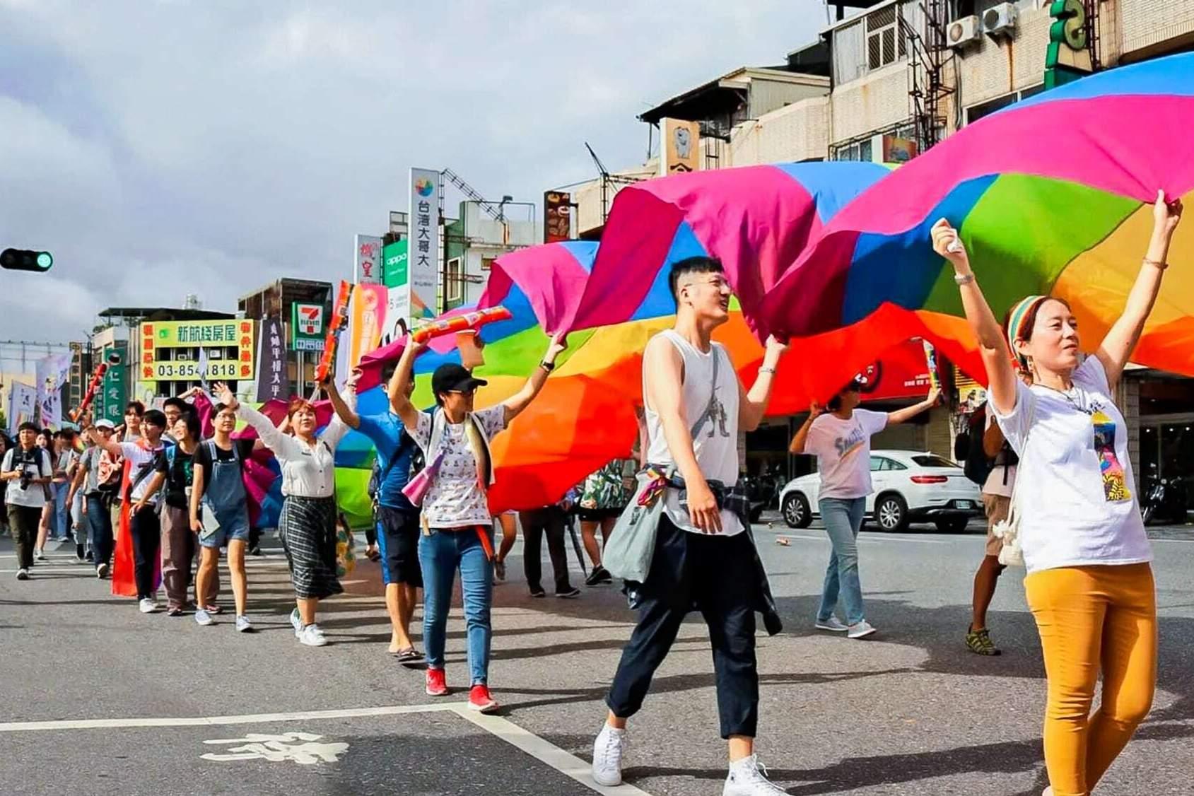 Vì sao các từ viết tắt LGBT+ ngày một nhiều thêm? Liệu có cần thiết?