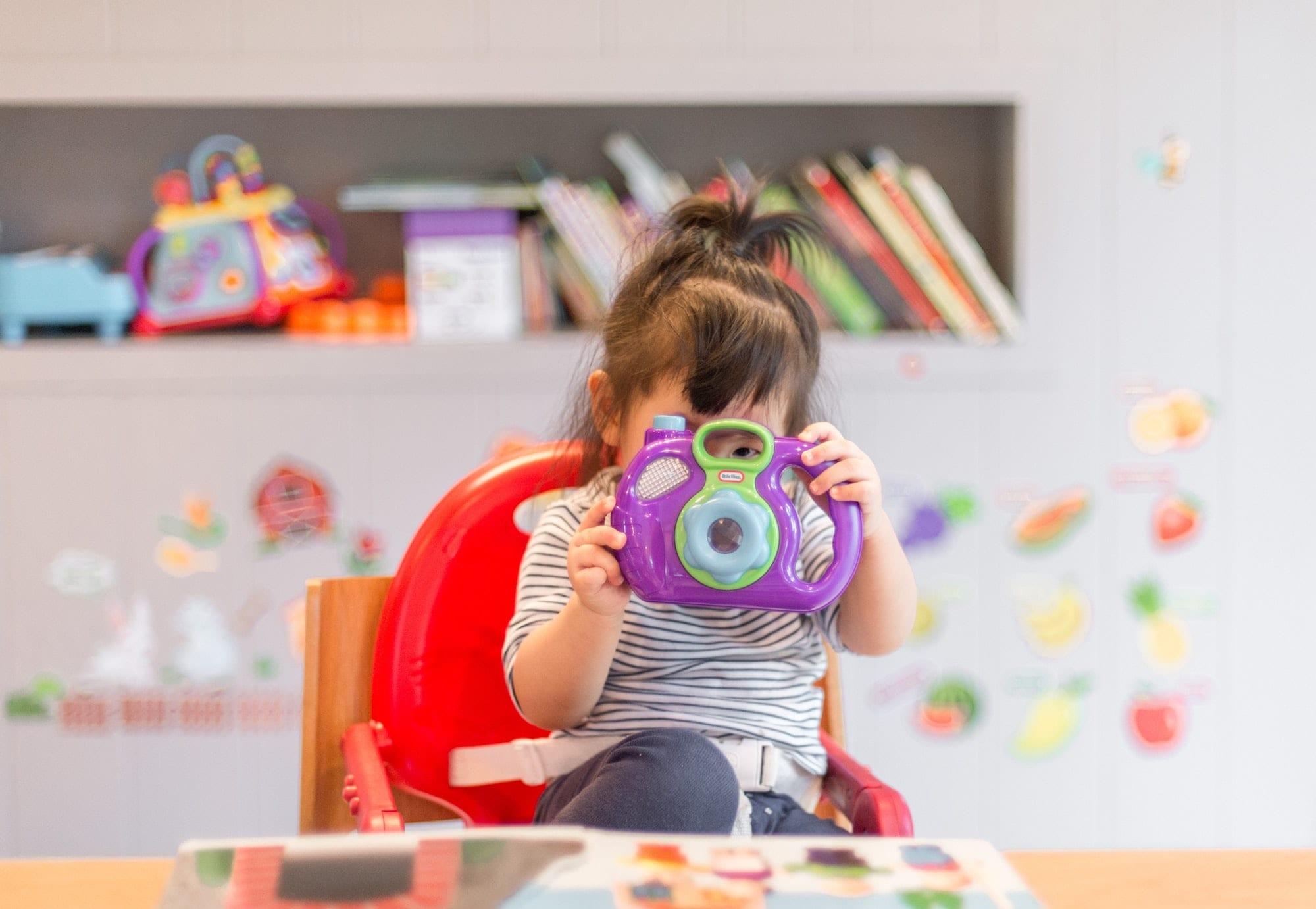 Khi con nhạy cảm và chậm thích nghi, bố mẹ cần nhớ điều gì?