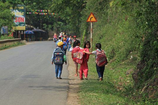 #abetterVietnam: Vì trẻ em cần được cắp sách đến trường