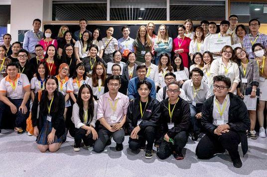 """""""Triển vọng"""" của rác thải nhựa: Những ý tưởng tái chế và tận dụng nhựa của giới trẻ Việt"""