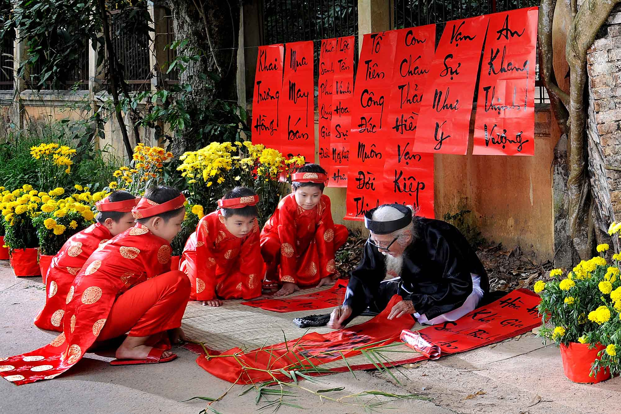 write about tet holiday