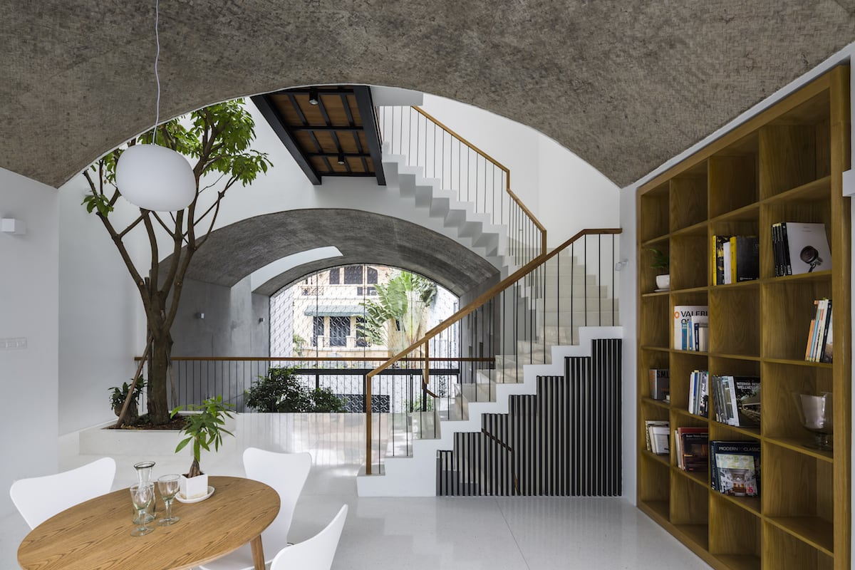 PN House: Arch shapes connect to provide natural light and wind. The outdoor area has a block-like design that melds into the city. This is SDA's latest project. // Design by SDA Architects // Image courtesy of Hiroyuki Oki