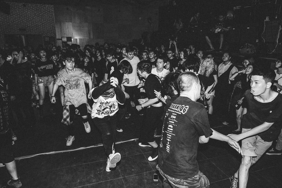 As the night progressed, the crowd thinned and the center of the venue  became a wild mosh pit. | Credit: Dinh Hoang Thinh