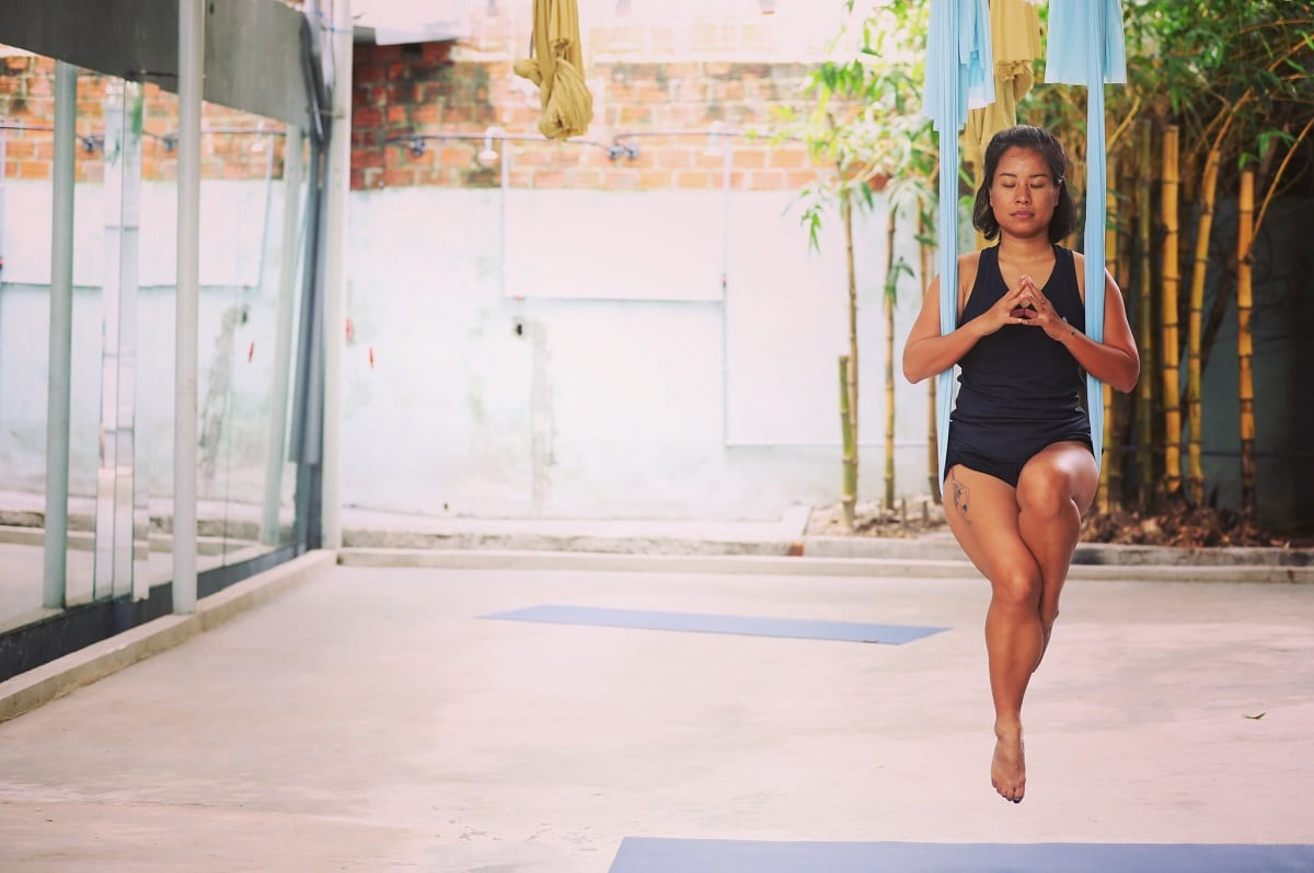 Avi Nguyễn, giáo viên bộ môn yoga dây.