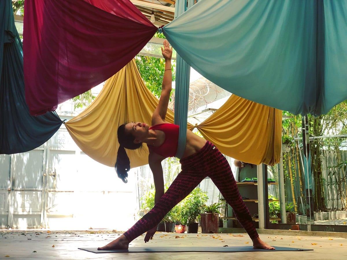 Chiếc võng lụa trong yoga dây sẽ giúp bạn đỡ hoàn toàn phần trọng lượng cơ thể, đồng thời mang lại hình dáng đẹp mắt hơn.