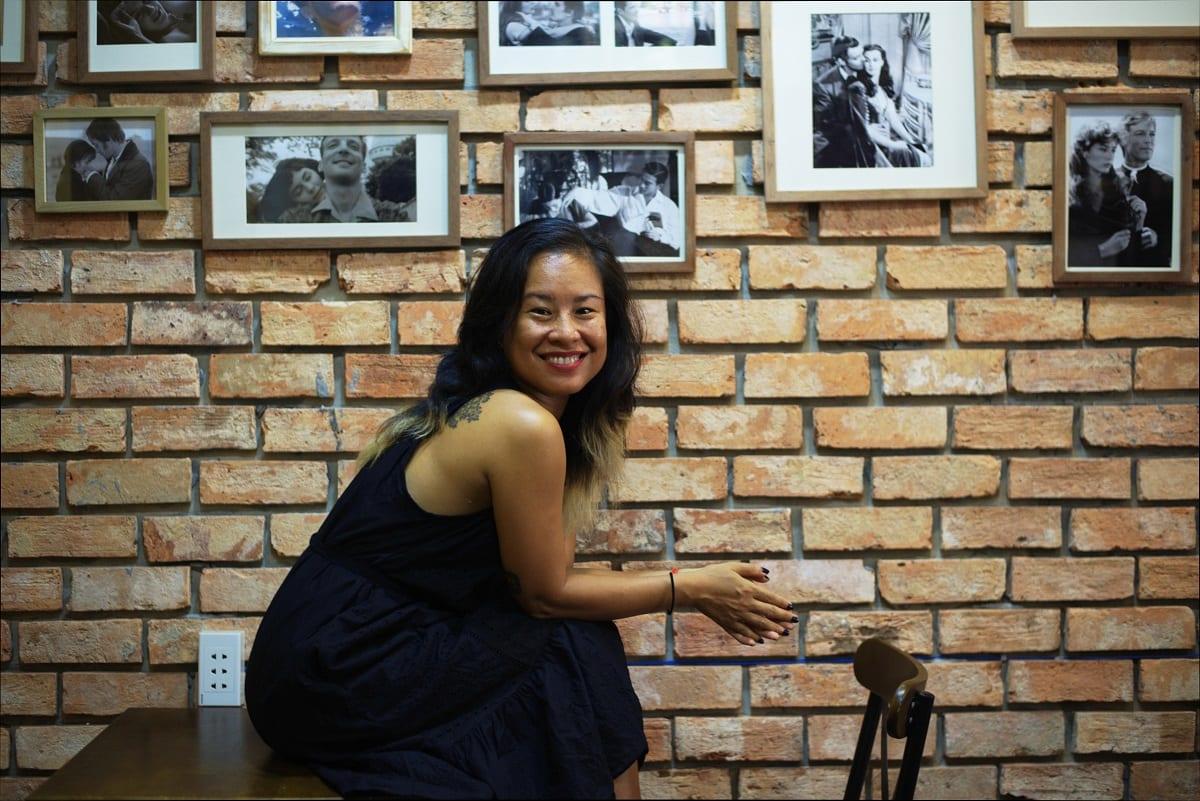 Avi Nguyễn, giáo viên dạy yoga dây