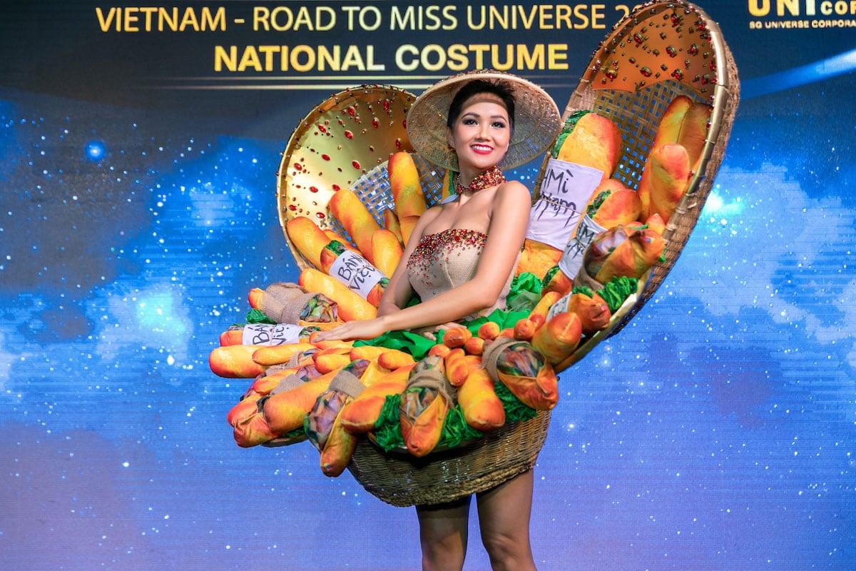 người Việt trẻ tham dự cuộc thi thế giới