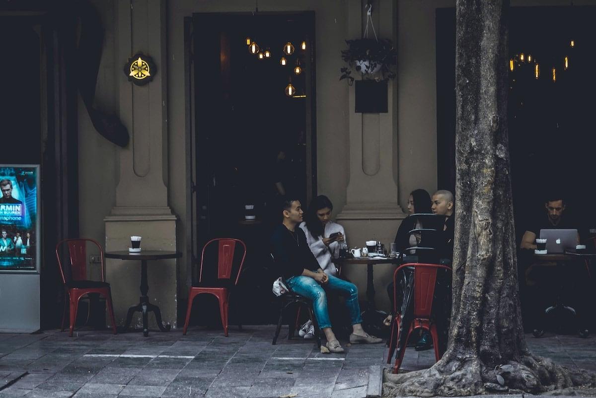 người Việt trẻ cà phê