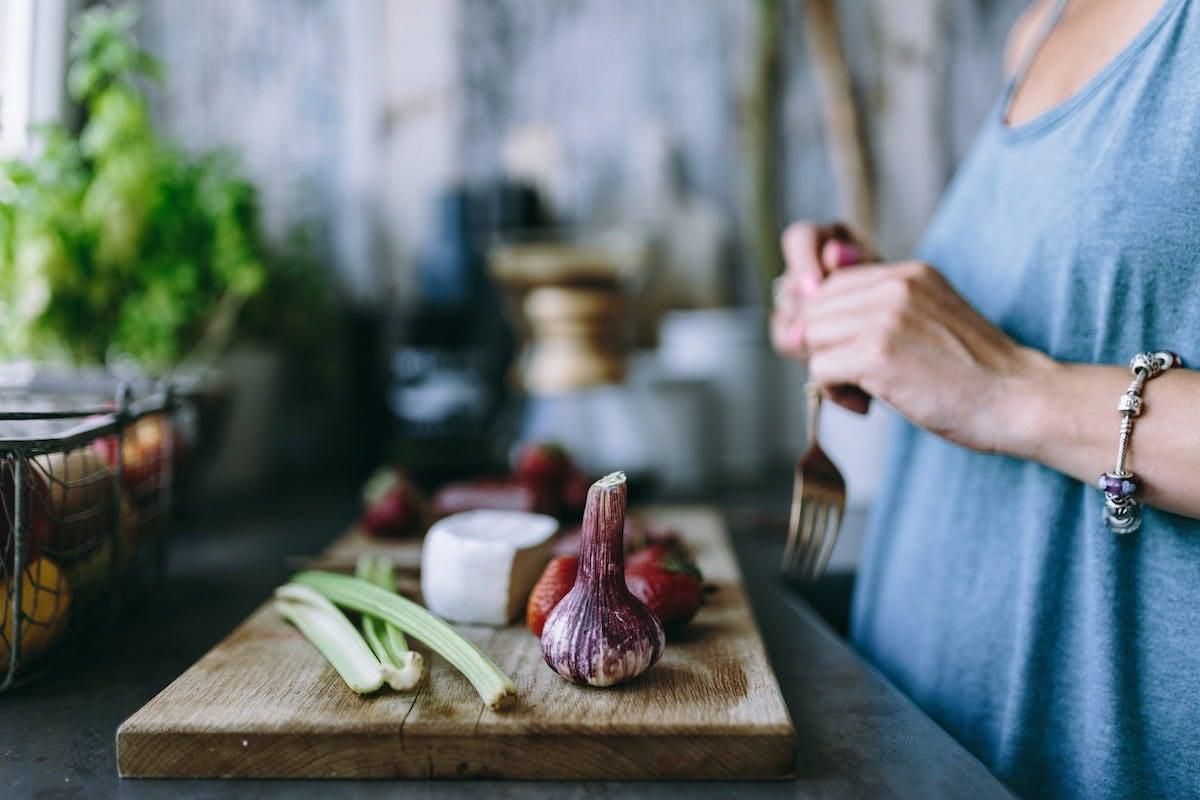 học nấu ăn tại nhà, hành tím, cần tây