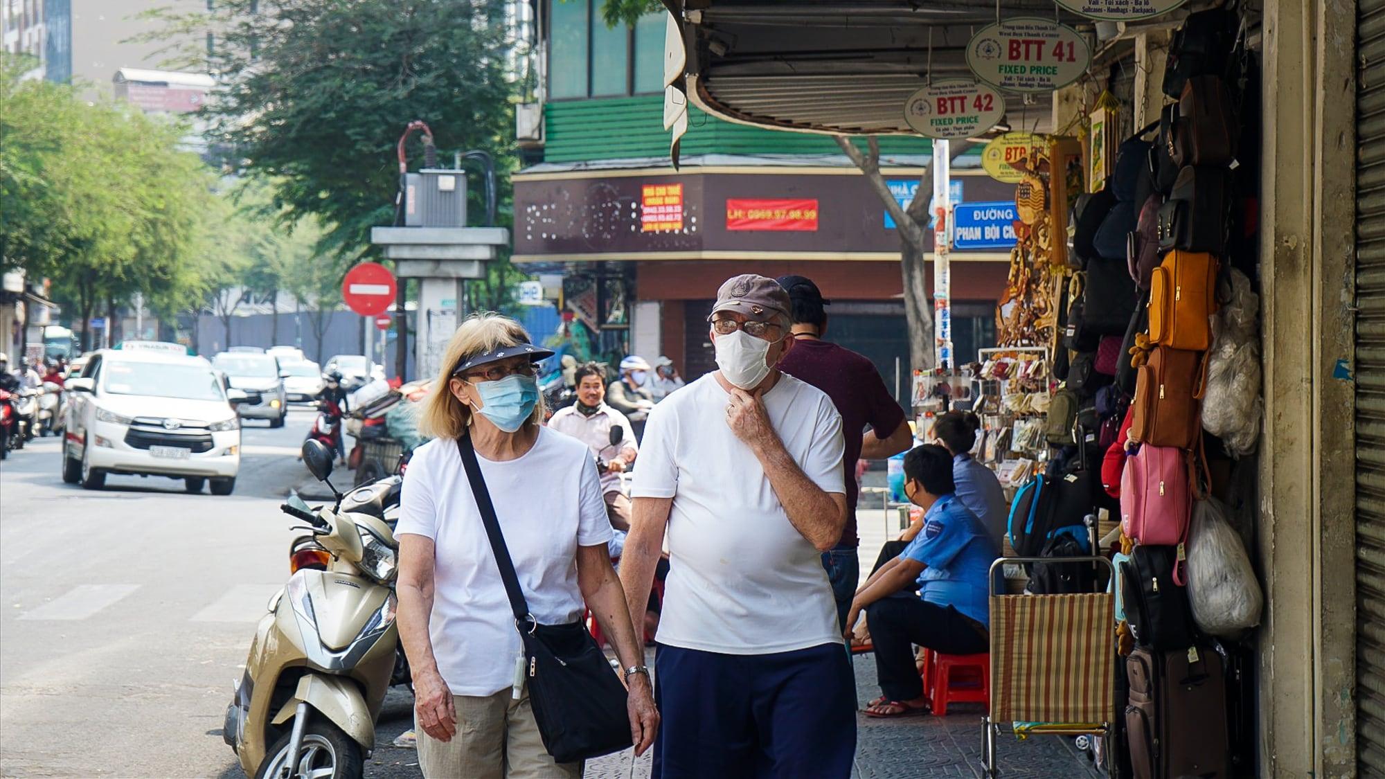 Vắng Tây, không múa quạt: 6 Nét lạ của Sài Gòn mùa dịch-4