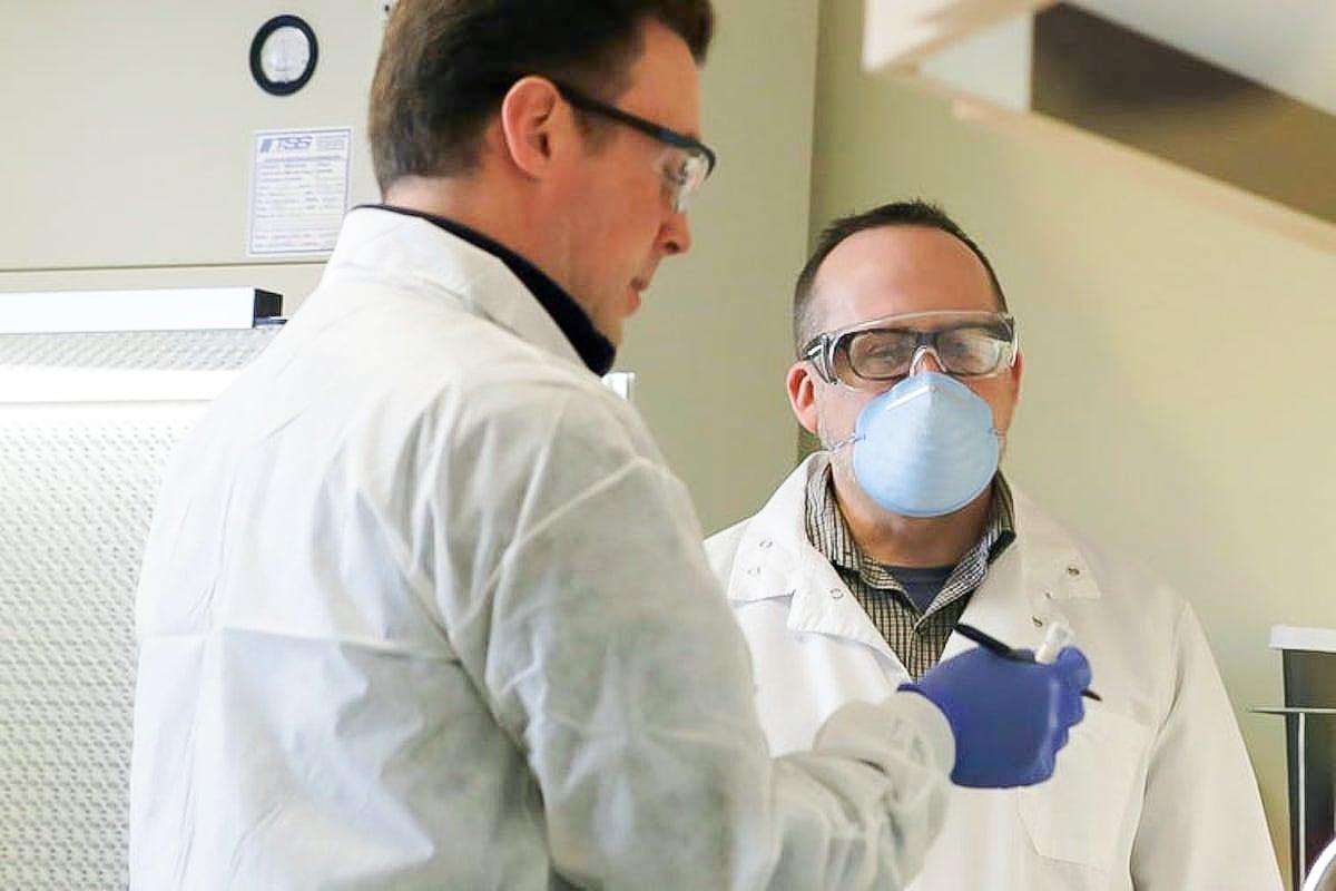 Ảnh: Đây là lần tiêm thử vắc xin COVID-19 đầu tiên trên thế giới-10