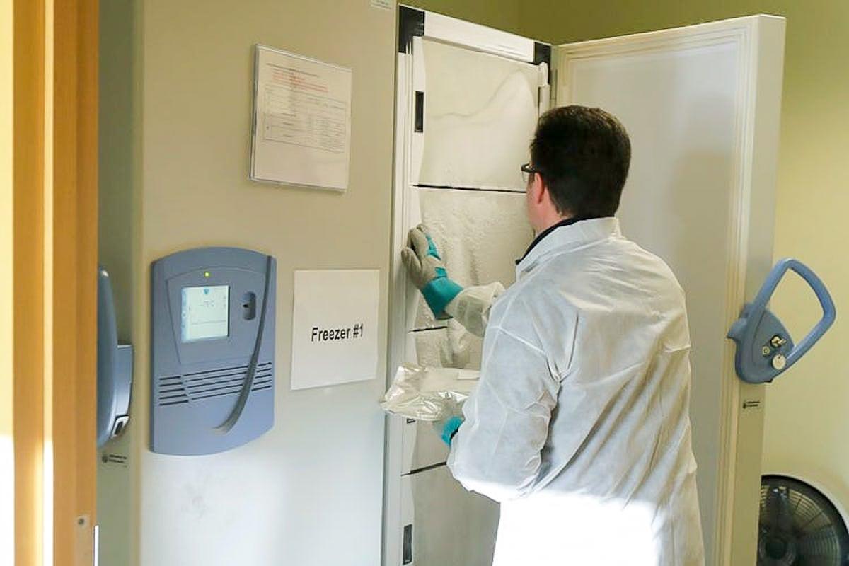 Ảnh: Đây là lần tiêm thử vắc xin COVID-19 đầu tiên trên thế giới-6
