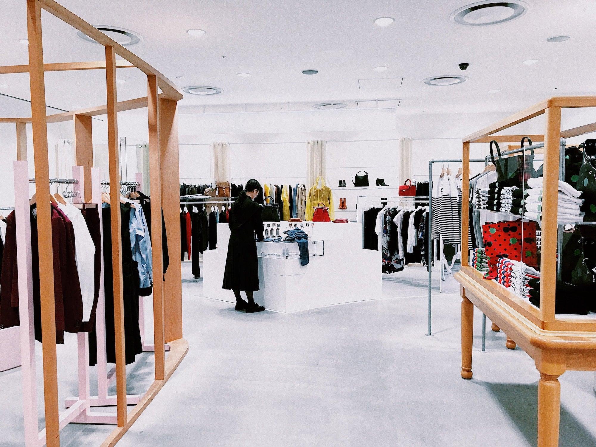 Giữa COVID-19, người kinh doanh thời trang direct-to-consumer nên làm gì?