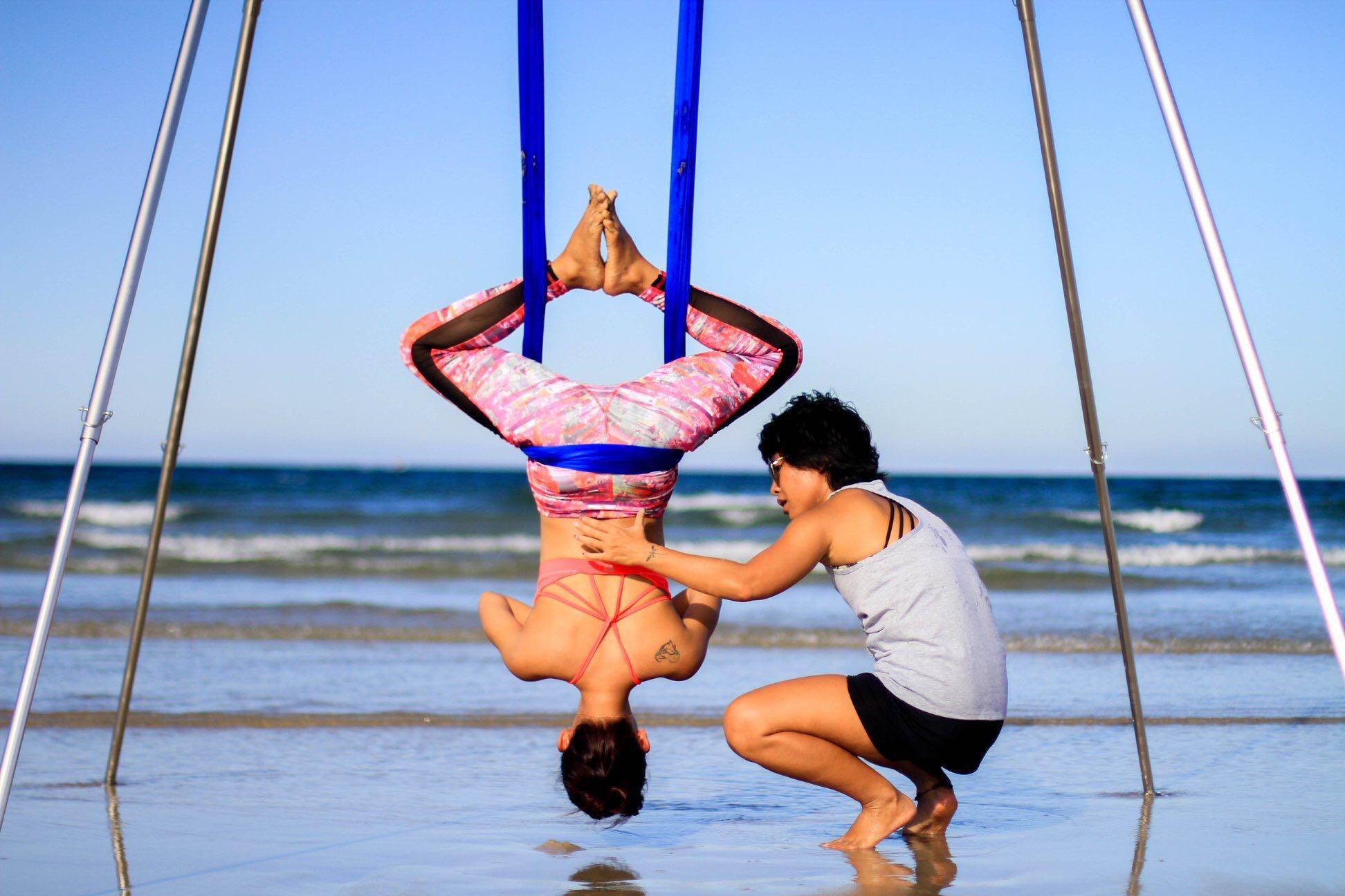 Avi Nguyễn Aerial Yoga Trainer